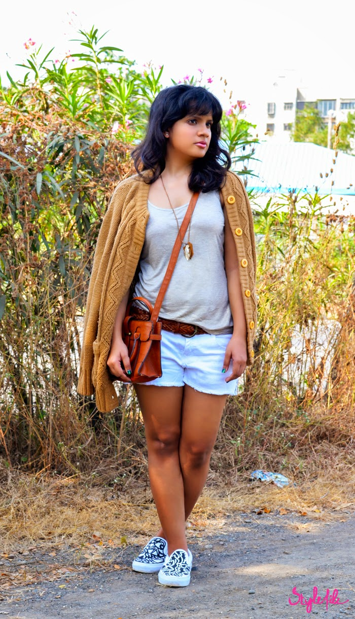 sweater, shorts, micro messenger, vans, slip ons, tank, winter, outfit, style file india