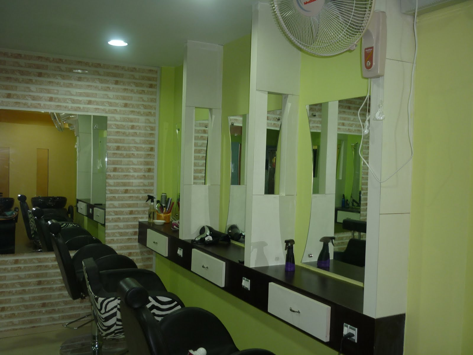 Beauty parlour interior joy studio design gallery best for Beauty parlour interior designs