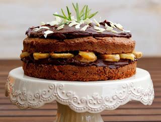 Pastís de xocolata, plàtan i romaní