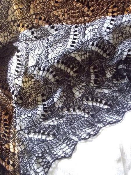 TE KOOP : zwarte lelie van dalen shawl.