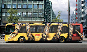 افعى الاناكوندا تلتف حافلة ركاب 777.jpg