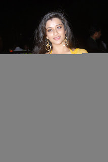 Telugu+actress+Madhurima+Yellow+Saree008 Telugu Actress Madhurima in Yellow Saree Photo Gallery