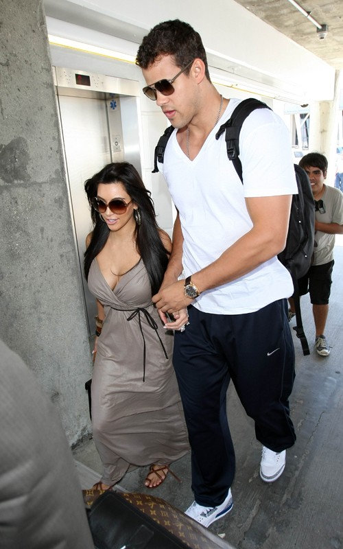 Kim Kardashian and Her Boy Friend at a Airport