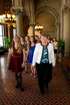 Senator Ritchie Shows Lady Bulldogs the Capitol