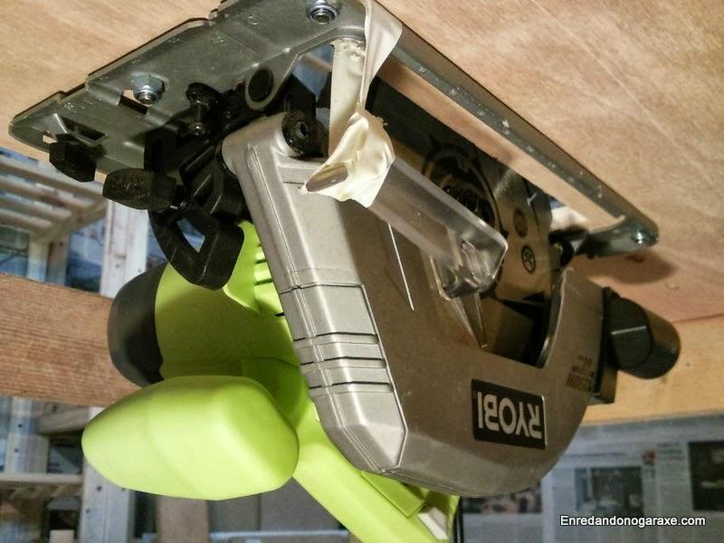 Sierra circular Ryobi instalada como sierra de mesa, enredandonogaraxe.com