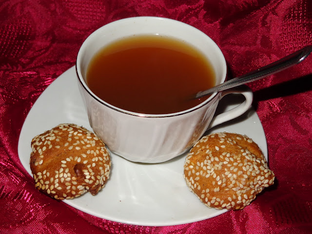 Τσάι με λεμόνι, μέλι και κανελίτσα! ηηη απόλαυση!!