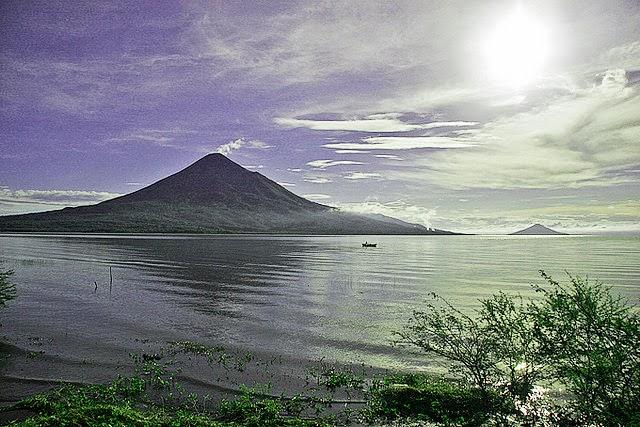 Poma de Rubén Darío al volcán Momotombo declamado por José Dibb McConnell