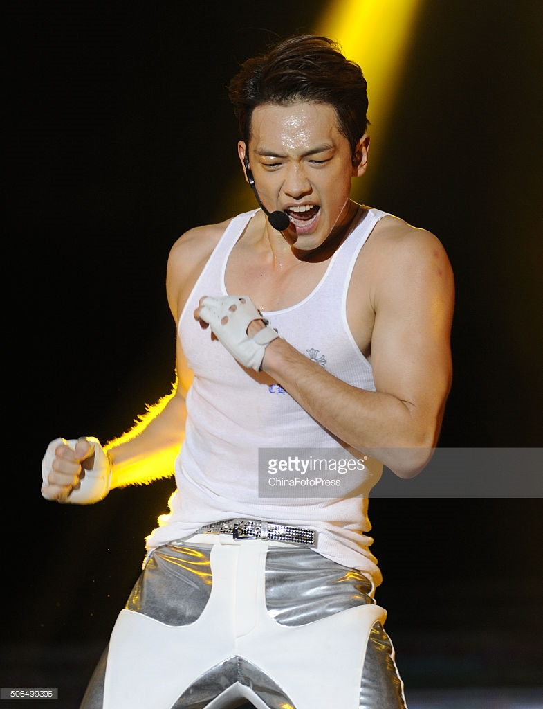 http://4.bp.blogspot.com/-SFlBHUor1R4/VqXRTlVVocI/AAAAAAABQws/M10bGhIQk3k/s1600/south-korean-singer-rain-performs-onstage-during-his-concert-the-picture-id506499396.jpg