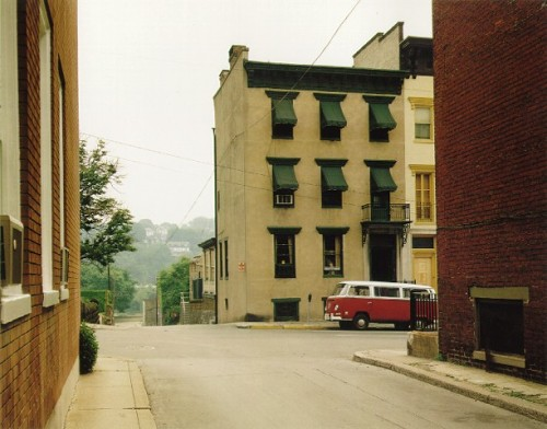 masters of photography : Stephen Shore : photo of neighbourhood with red bus
