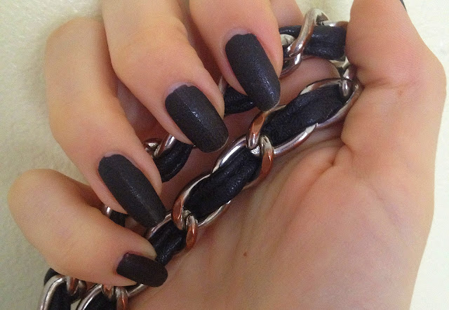nails-inc-leather-effect-noho-review-and-swatch
