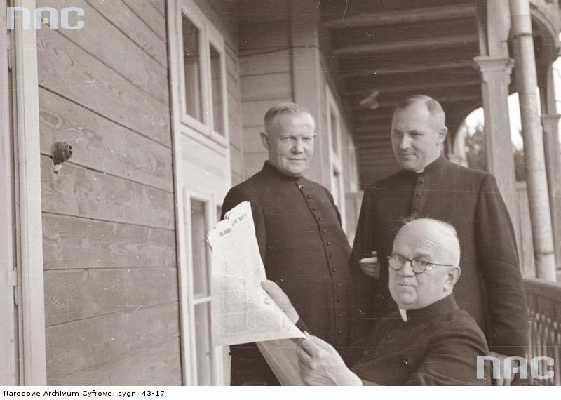 Choromański Klepacz Goździewicz biskupi episkopat 1947 Konstytucja watykanizacja