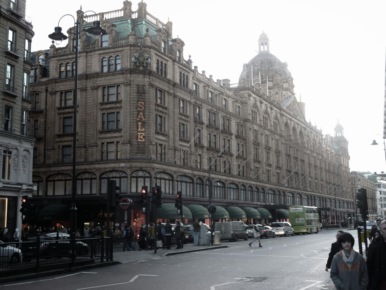 London Knightsbridge Harrods Shopping