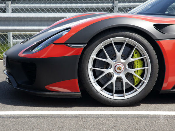 porsche 918 spyder tyre view