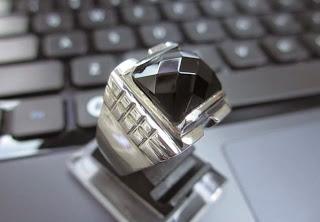 Motif Ikat Cincin Platinum