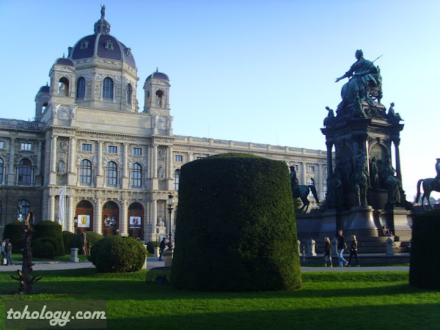 Площадь Марии Терезии (Maria-Theresien-Platz)