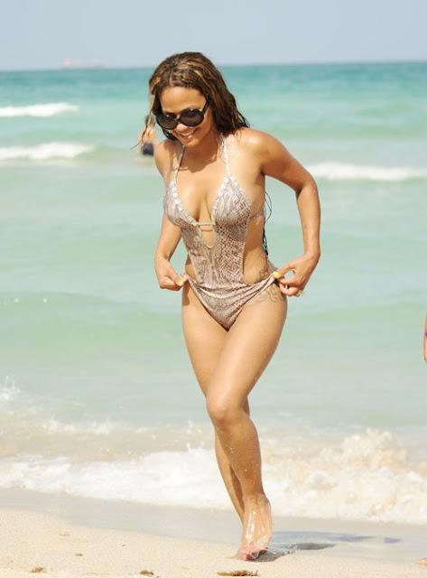 Christina-Milian-Shows-Off-Her-Bikini-Body