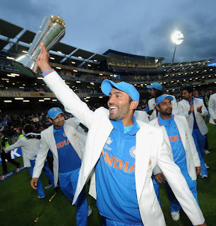Dinesh-Karthik-with-champions-Trophy-2013