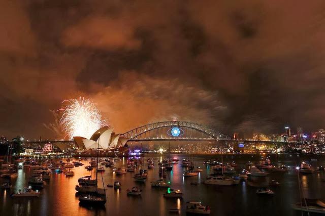 Illuminati Symbolism : Sydney New Year's Eve 2014 Fireworks