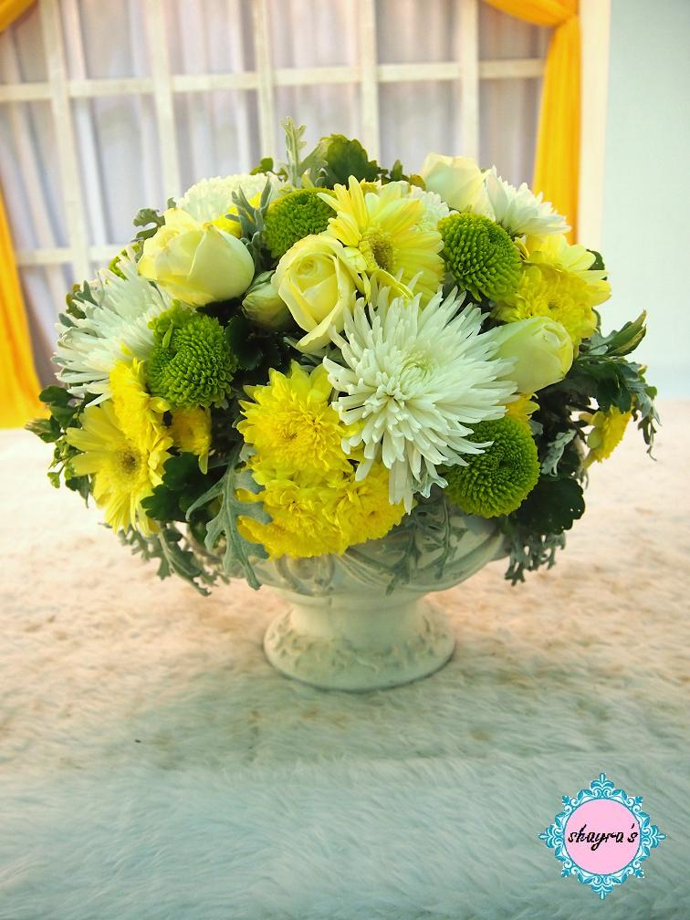 Flora by shayra yellow green large flower arrangements for Yellow flower arrangements centerpieces