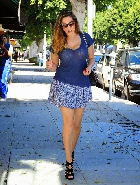 It's hard to ignore that Kelly Brook is the best for her vocabulary of fashion statement. And when she was looking sleek and chic in a grey mini skirt at the street in Los Angeles on Thursday, September 25, 2014, to overlook she would be frankly impossible.