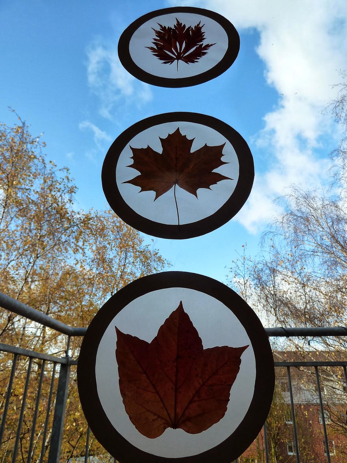 Weitere Bastel-Ideen mit Blättern sind diese leuchtenden Laternen ...