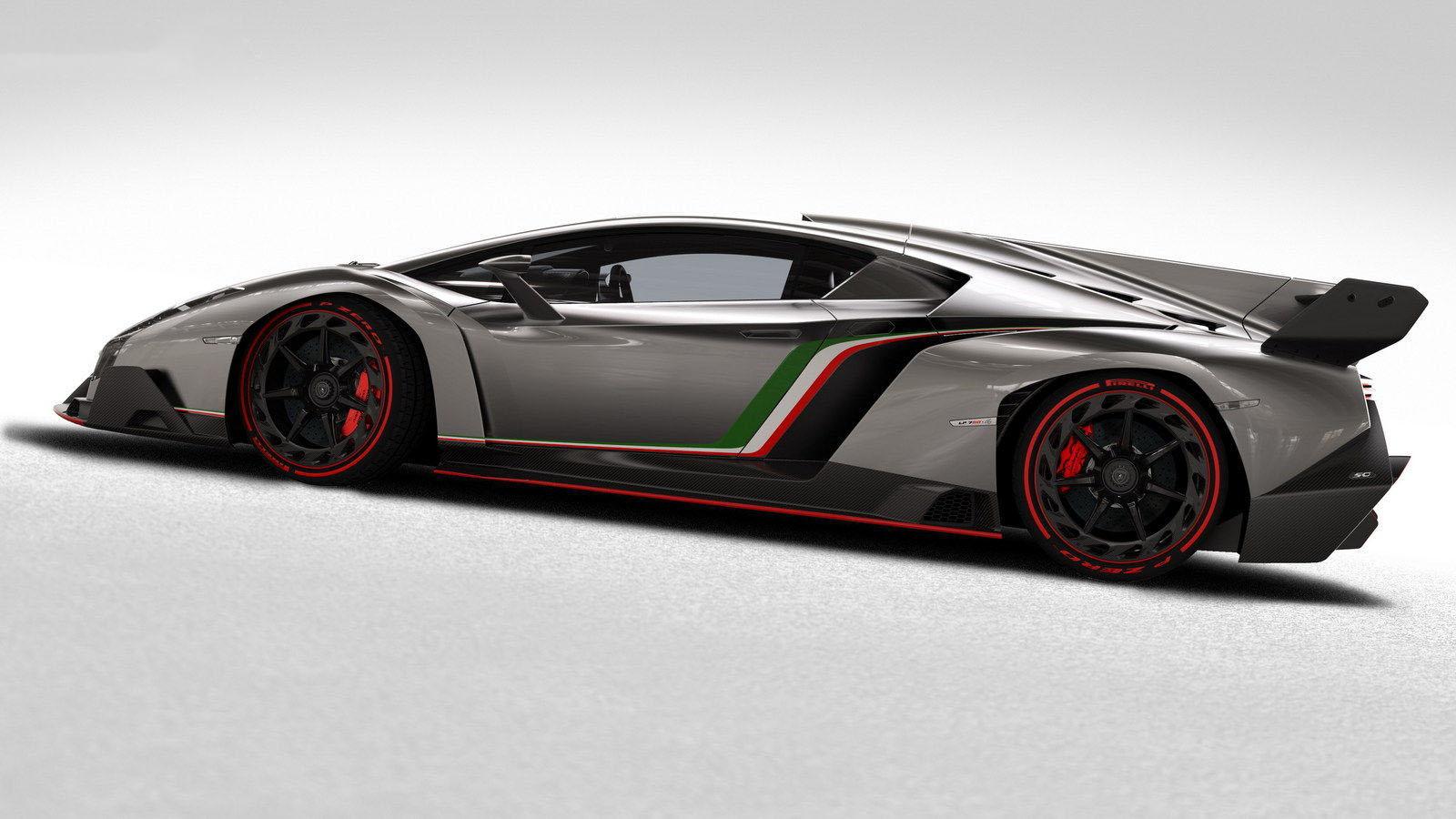 car on Lamborghini Veneno 2013