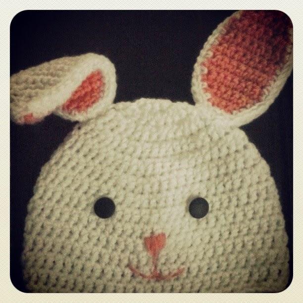 La oruguita tejedora: Gorro conejil