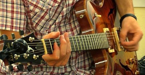 guitar_lessons_Left_handers