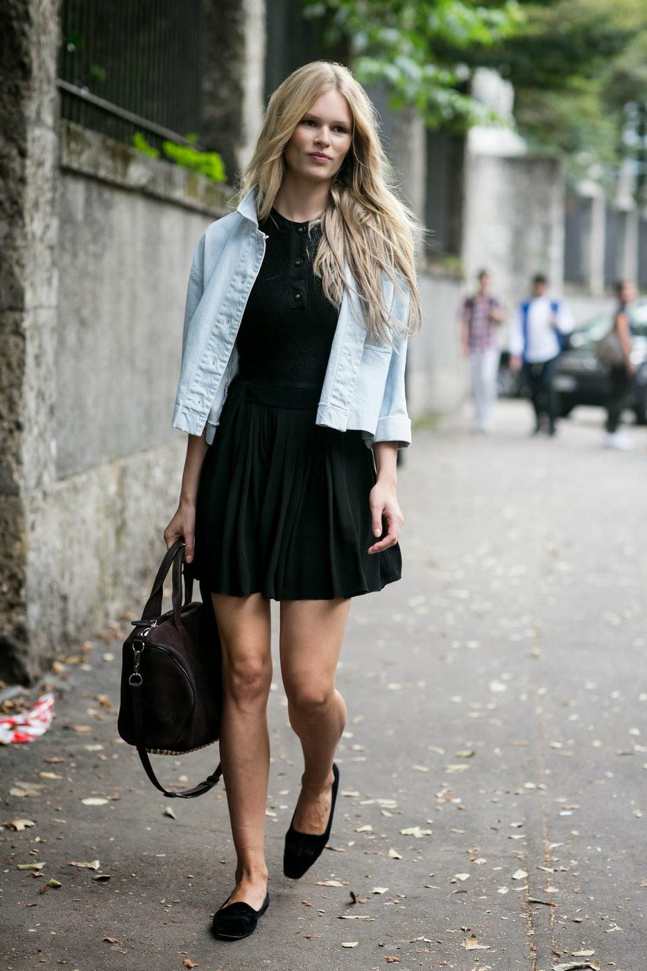 Black dress jean jacket - Model Street Style Anna Ewers In A Denim Jacket