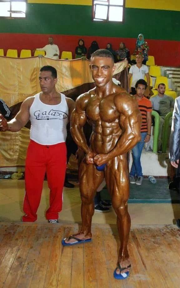 22yo bodybuilder ripped flexing at jockmenlive 6