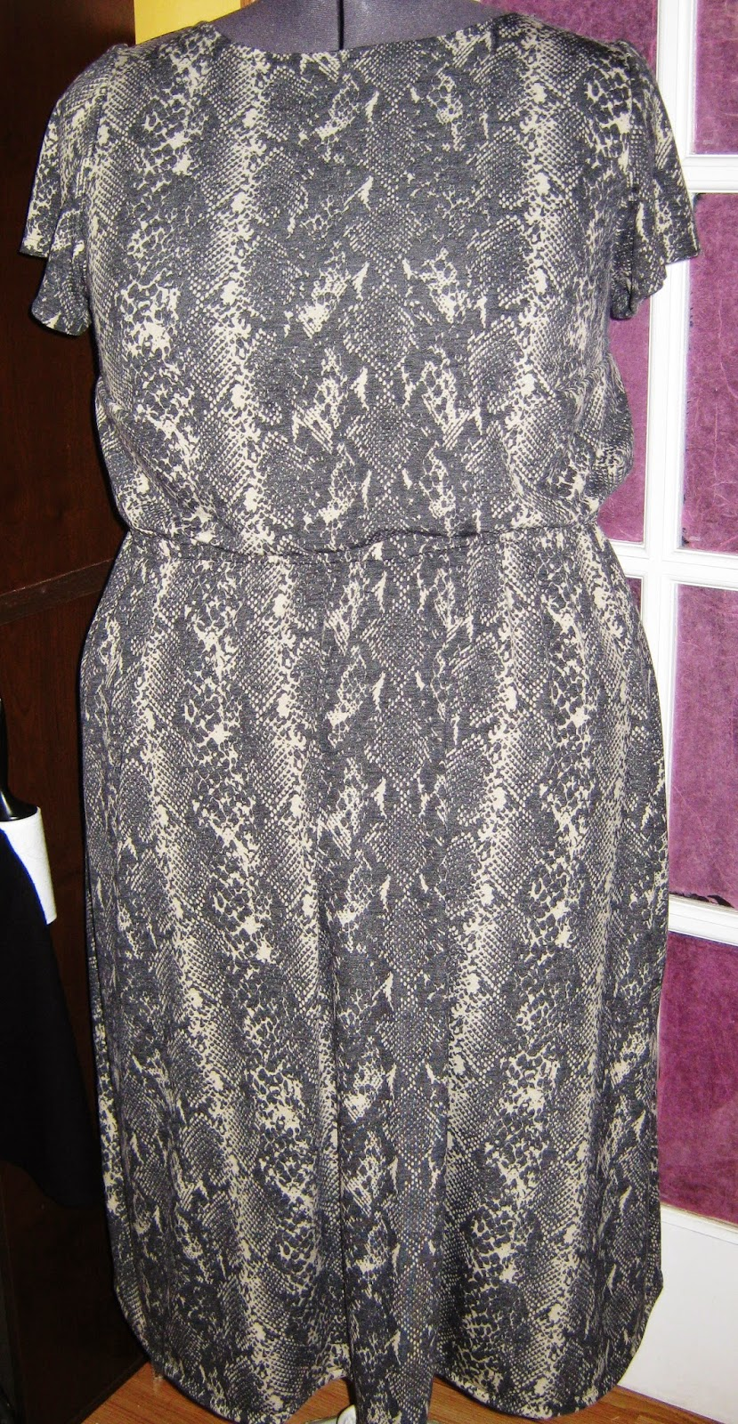 Snake Print Jersey Knit Dress www.sewplus.blogspot.com