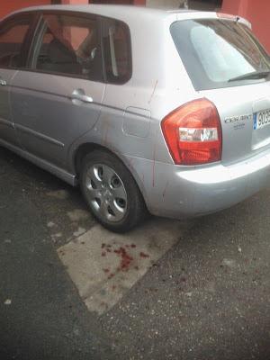 Imagen con sangre en el suelo presumiblemente perteneciente a la víctima y publicada por el correo de bejar el 30/12/2012
