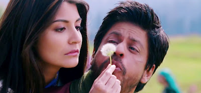 Hot Anushka Sharma Sizzling Chemistry with Shahrukh Khan in Jab Tak Hai Jaan