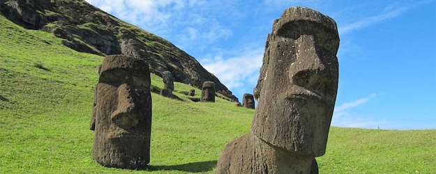 Los Moais enterrados en la Isla de Pascua, tienen cuerpo y aparecen misteriosas inscripciones en ellos