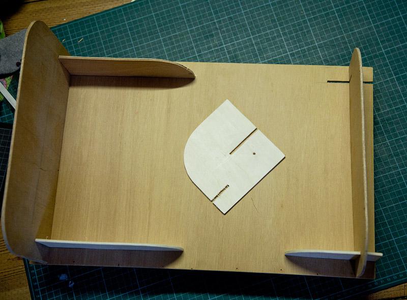 umsonst und drinnen diy puppenbett zum zusammenstecken. Black Bedroom Furniture Sets. Home Design Ideas