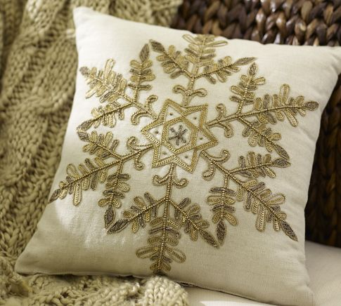 Diy Decorative Christmas Pillows : Bodes & Ollie: $2 Pottery Barn Holiday DIY Pillow