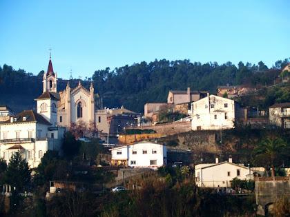 Torrelles de Llobregat amb l'església de Sant Martí des de Can Balasch de Baix