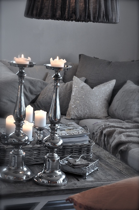 20 fantastic grey living rooms the grey home - Black and silver lounge design ...