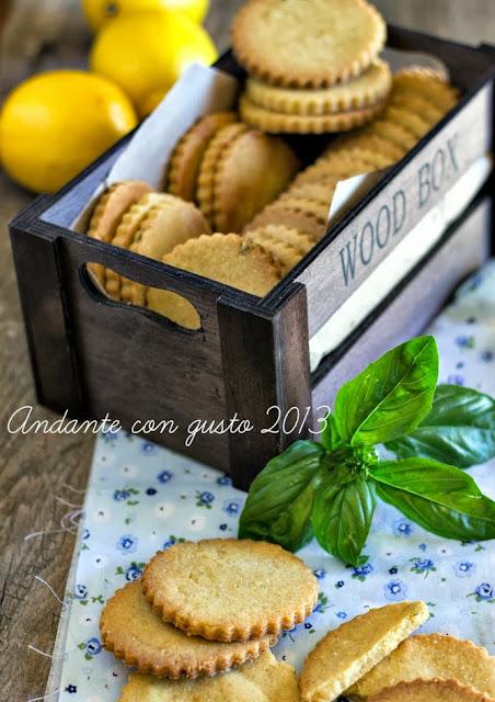 biscottoni di farina verna, con olio extravergine, limone e basilico
