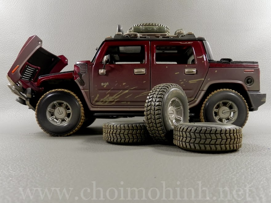 Hummer H2 SUT Concept Off-Road 1:18 Maisto door