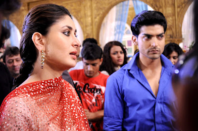 Kareena Kapoor promotes 'Heroine' at Sets of 'Punar Vivaah' serial