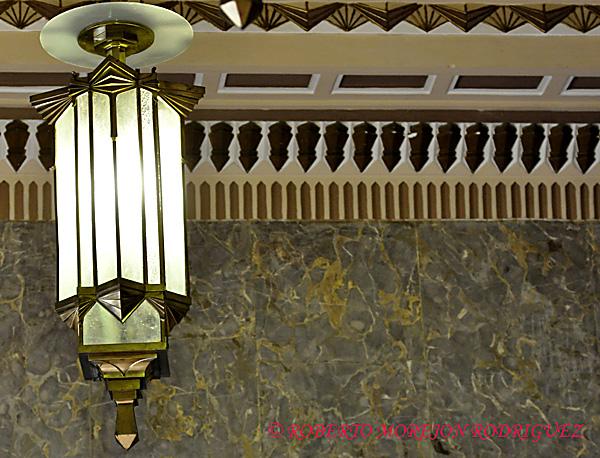 Lámpara en el interior del Edificio Bacardí en La Habana, Cuba, el 12 de marzo de 2013. Esta construcción de 1930 es la obra maestra del Art Deco habanero.