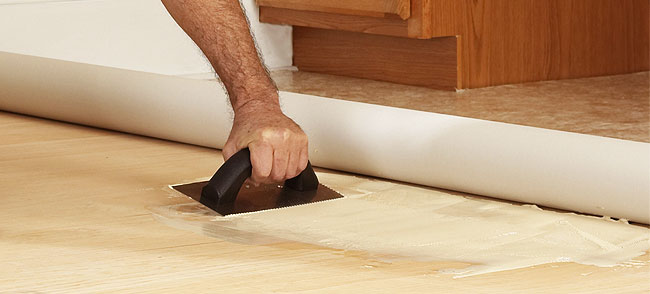 Zelf eenvoudig vinyl vloerbedekking leggen - Piastrelle linoleum adesive ...