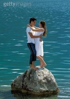 على هذه الصخرة اوقع واثبت حبي