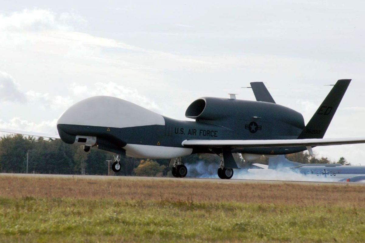 RQ-4 Global Hawk Pesawat UAV 3