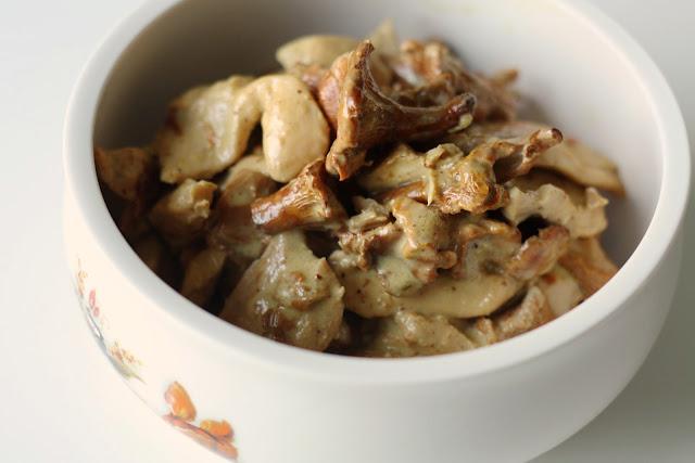 Piletina u kari sosu od lisičarki