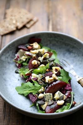 Poires au vin et aux épices pour une salade au bleu