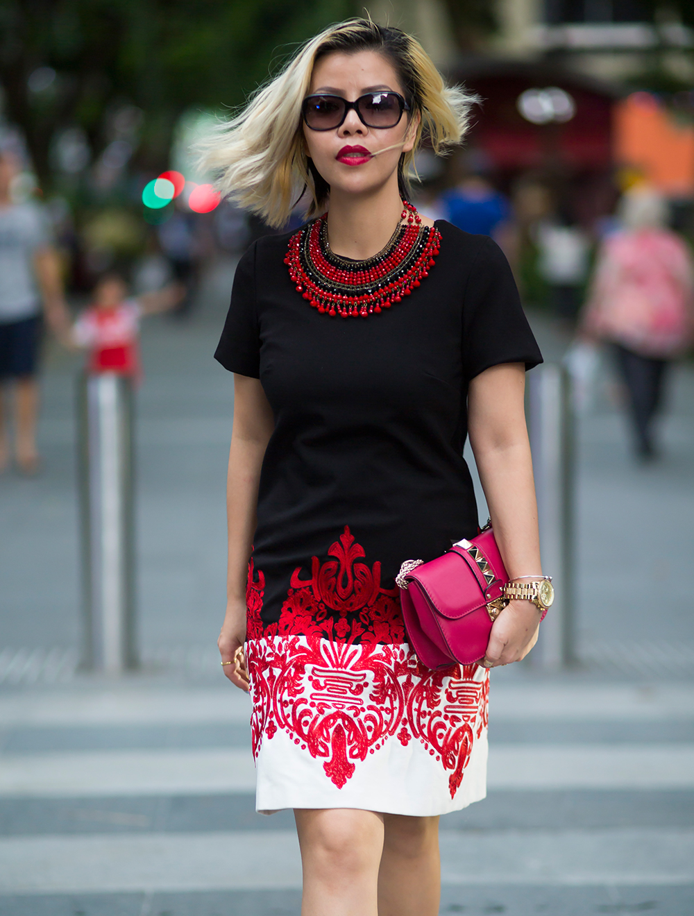 Fashion Blogger- CrystalPhuong- in FewModa black and white embroidered dress