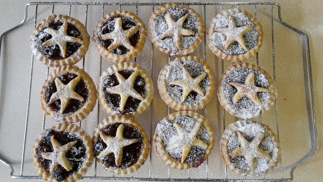 Project 365 2015 day 339 - Mince pies and jam pies // 76sunflowers