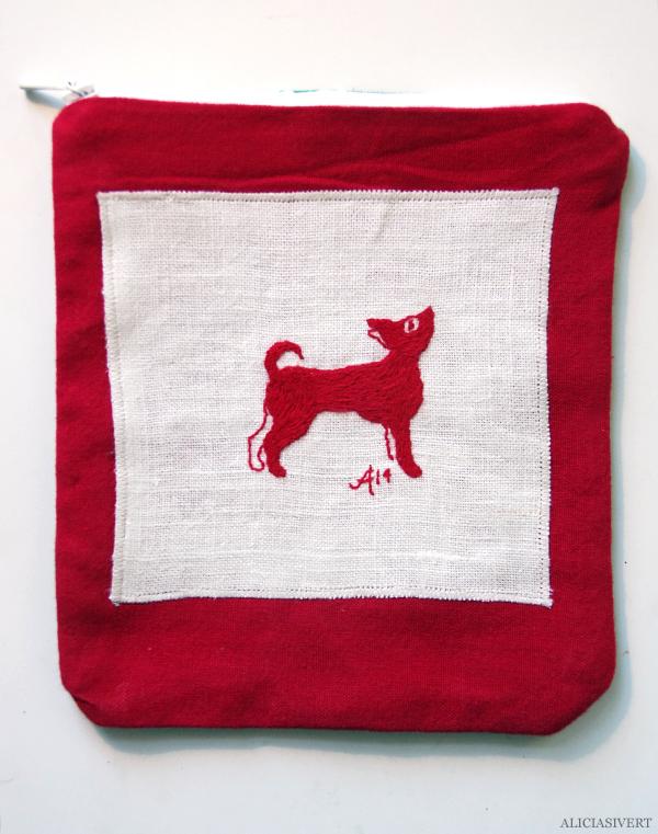 aliciasivert, alicia sivert, alicia sivertsson, påse, påsar, saksamlarpåse, saksamlarpåsar, broderi, embroidery, needlework, handicraft, hantverk, handarbete, förvaring, sy, stygn, brodera, handgjord, hemmagjord, one of a kind, dog, hund